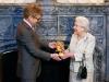 Награждение королевы Великобритании Елизаветы II премией BAFTA (Фото AFP)