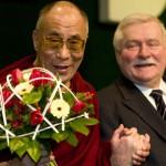 Лауреаты Нобелевской Премии Мира Лех Валенса и Далай-Лама XIV