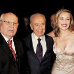Лауреаты Нобелевской Премии Мира Михаил Горбачев и Шимон Перес