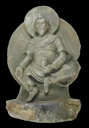 Скульптура «Железный человек». 1000-летняя статуя Будды из Тибета  была вырезана из метеорита, который упал на Землю  приблизительно XV тысячелетий назад