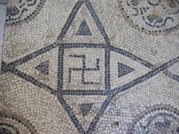 Свастика II в. н. э. на римской мозаике