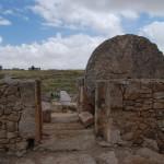 Круглый камень запиравший синагогу