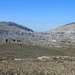 Гора Гризим слева и гора Эйваль справа