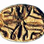 Печать в виде египетского скарабея найденная при раскопках на горе Эйваль