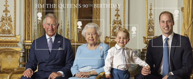 Королева в окружении трех поколений наследников.