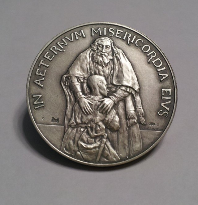 Medal of Extraordinary Jubile Year of Mercy. Reverse. From my private collection