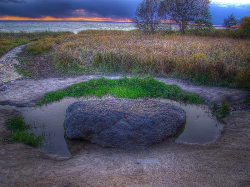 Где находится синий камень